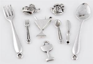 www.beadyourfashion.fr - Mélange de pendentifs/breloques de métal, ustensiles de cuisine ± 13x11 - 55x9mm (trou ± 1-2mm)