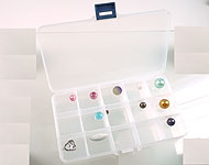 Synthetic beads box with maximum 15 compartments, including partitions ± 18x10cm (without beads)