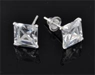 925 Zilveren oorstekers (sterling silver) met zirkonia vierkant ± 15x7mm met kunststof dopjes
