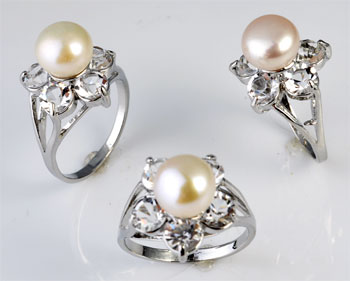 www.beadyourfashion.com - Metal fingerring with freshwater pearl and cubic zirconia ± 34x21mm (inner size ± 19mm)