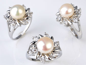 www.beadyourfashion.com - Metal fingerring with freshwater pearl and cubic zirconia ± 31x22mm (inner size ± 19mm)
