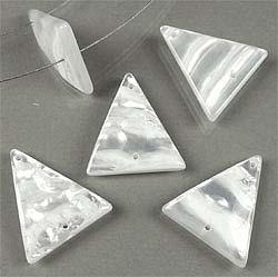 www.beadyourfashion.nl - Kunststof hangers/tussenzetsels parelmoer-look, driehoek ± 28x24mm (gat ± 1,5mm)