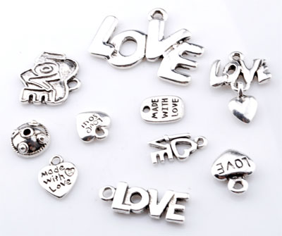 www.beadyourfashion.com - Mix metal beads and pendants/charms 'love' ± 10x9mm - 30x22mm (hole ± 1-2mm)