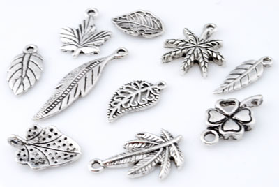 www.beadyourfashion.com - Mix metal pendants/charms leafs ± 16x10mm - 33x9mm (hole ± 1,5mm - 2,5mm)
