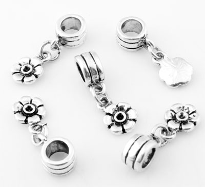www.beadyourfashion.com - Large-hole-style metal beads roundel decorated ± 5x22mm with pendant/charm flower and setting for SWAROVSKI ELEMENTS 1028/1088 PP14 (± 1,5mm) pointed back (hole ± 5mm)