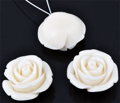 www.beadyourfashion.com - Natural stone coral (20%) with synthetic material (80%) pendant/charm rose ± 24x14mm