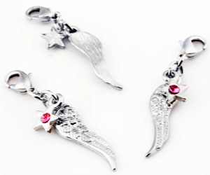 www.beadyourfashion.com - Metal pendants/charms wing and star with strass ± 45x7mm, with clasp ± 12x7mm