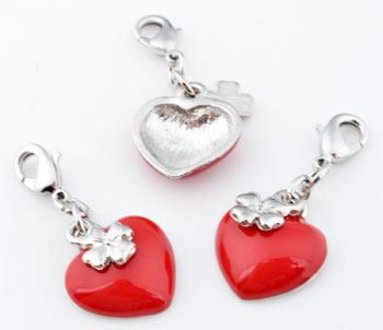 www.beadyourfashion.com - Metal pendants/charms heart with epoxy and four leaf pepperwort ± 39x16mm, with clasp ± 12x7mm