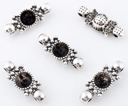 www.beadyourfashion.com - Metal pendants/connectors/dividers decorated ± 21x8mm with setting for SWAROVSKI ELEMENTS 1028/1088 SS29 (± 6,2mm) pointed back