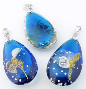 www.beadyourfashion.com - Synthetic pendants/charms drop with glitter, sea life and metal pendant bail ± 61x25mm, ± 13mm thick