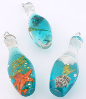 www.beadyourfashion.com - Synthetic pendants/charms bottle with glitter, sea life and metal pendant bail ± 62x18mm
