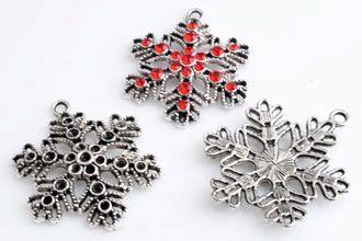 www.beadyourfashion.nl - Metalen hangers/bedels sneeuwvlok ± 41x32mm met kastjes voor SWAROVSKI ELEMENTS 1028/1088 PP14 (± 1,5mm) en 1028/1088 PP24 (± 3,1mm) similistenen