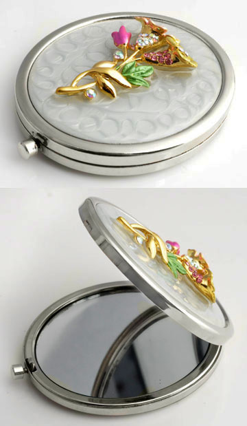 www.beadyourfashion.com - Metal pocket-mirror with two mirrors (1x normal en 1x increasing) decorated with flowers, epoxy and strass ± 77x59mm