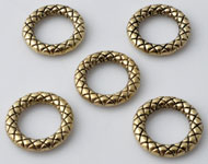 Metal rings round decorated ± 13mm, ± 2mm thick