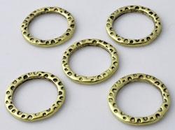 www.beadyourfashion.nl - Metalen ringen plat rond bewerkt ± 18mm, ± 2mm dik