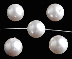 www.beadyourfashion.com - Mother of pearl beads round ± 10mm