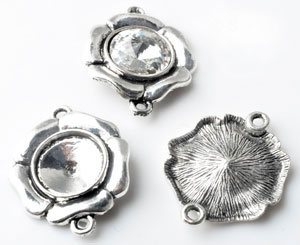www.beadyourfashion.com - Metal pendants/connectors flower ± 32x26mm with setting for SWAROVSKI ELEMENTS 1122 ± 14mm pointed back