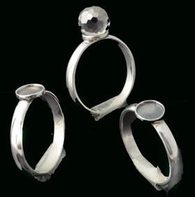 www.beadyourfashion.nl - 925 Zilveren vingerring (sterling silver) met kastje voor ± 6mm plaksteen, ± 21x20mm, binnenmaat ± 18mm (geschikt voor SWAROVKSI ELEMENTS 4869 ± 8mm plakstenen)
