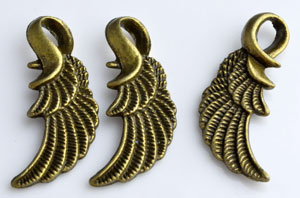 www.beadyourfashion.com - Metal pendants/charms wing decorated ± 32x13mm