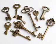 Mix metalen hangers/bedels sleutels, bewerkt ± 31x13mm - 28x76mm