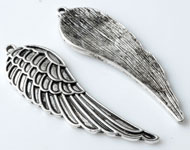 Metal pendant/charm wing decorated ± 52x17mm