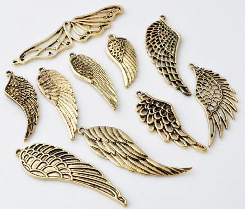 www.beadyourfashion.nl - Mix metalen hangers/bedels vleugels bewerkt ± 35x14 - 68x18mm