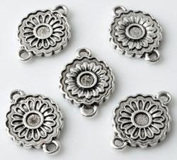 www.beadyourfashion.nl - Metalen hangers/tussenzetsels bloem bewerkt ± 18x13mm met kastje voor SWAROVSKI ELEMENTS 2058 SS12 (± 3,1mm) plaksteen
