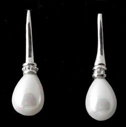 www.beadyourfashion.nl - Brass oorbellen (messing) rhodium plated, met parelmoer parel druppel ± 40x12mm met kunststof dopjes