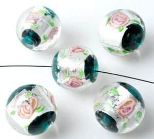 www.beadyourfashion.nl - Glaskralen Italian style rond, met zilverfolie en bloemen ± 16x18mm