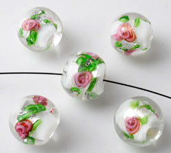 www.beadyourfashion.com - Glass beads Italian style round, with silverfoil and flowers ± 10x12mm