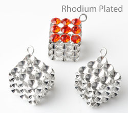 www.beadyourfashion.com - Brass pendants/charms rhodium plated cube ± 21x12mm with settings for SWAROVSKI ELEMENTS 1028/1088 PP24 (± 3,1mm) pointed backs