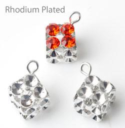 www.beadyourfashion.es - Colgantes/dijes de brass (laiton) rhodium plated, cubo ± 15x8mm con cuadros por SWAROVSKI ELEMENTS 1028/1088 PP24 (± 3,1mm) imitaciones de diamante