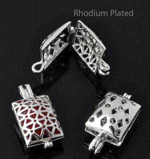www.beadyourfashion.nl - Metalen hanger/bedel rhodium plated, rechthoek bewerkt, te openen ± 25x13mm, ± 9mm dik
