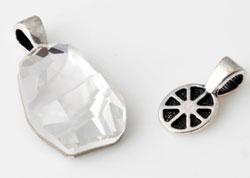 www.beadyourfashion.nl - Metalen hangers/bedels ovaal bewerkt, met groot gat ± 15x8mm (gat ± 5x3mm) voor steen met platte achterkant (geschikt voor SWAROVSKI ELEMENTS 4787 ± 19x13mm)