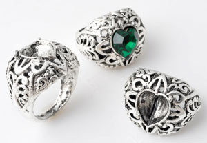 www.beadyourfashion.com - Metal fingerring decorated ± 26x21mm (inner size ± 18mm) with heart shaped setting for SWAROVSKI ELEMENTS 4831 ± 11x10mm Fancy Stone