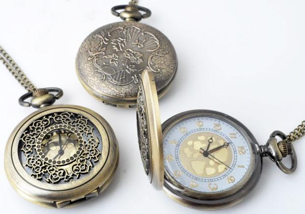www.beadyourfashion.nl - Metalen halsketting ± 77cm met klokje/horloge bewerkt ± 64x46mm