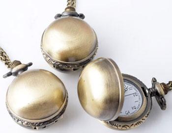 www.beadyourfashion.nl - Metalen halsketting ± 77cm met klokje/horloge bewerkt ± 41x27mm