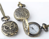 Metal necklace ± 77cm with clock/watch decorated ± 41x27mm