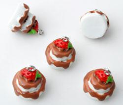 www.beadyourfashion.com - Synthetic pendants/charms pie with metal eye ± 19x17mm