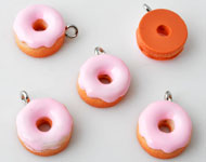 Synthetic pendants/charms donut with metal eye ± 17x13mm