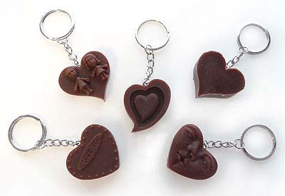 www.beadyourfashion.com - Metal key fob ring (± 28mm) with synthetic heart ± 35x40mm, image and text vary (theme love)