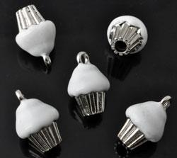 www.beadyourfashion.nl - Metalen hangers/bedels cupcake met epoxy ± 19x12mm