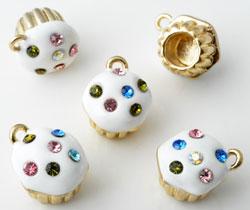 www.beadyourfashion.nl - Metalen hangers/bedels cupcake met epoxy en strass ± 19x15mm