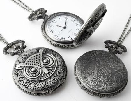 www.beadyourfashion.nl - Metalen halsketting ± 75cm met klokje/horloge bewerkt met uil ± 68x46mm