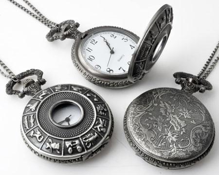 www.beadyourfashion.nl - Metalen halsketting ± 75cm met klokje/horloge bewerkt met sterrenbeelden ± 68x46mm