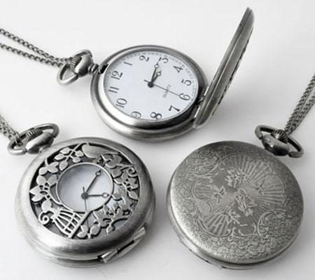 www.beadyourfashion.nl - Metalen halsketting ± 75cm met klokje/horloge bewerkt ± 64x47mm