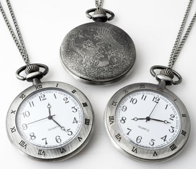 www.beadyourfashion.com - Metal necklace ± 75cm with clock/watch decorated with Roman numerals ± 64x47mm