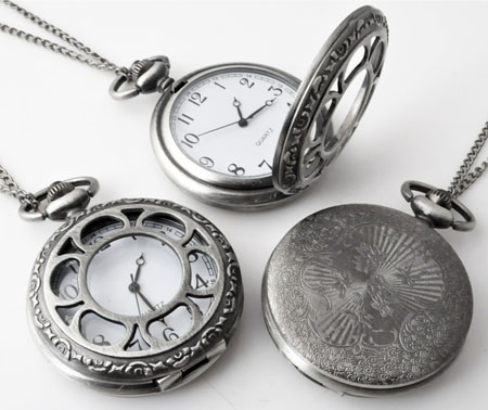 www.beadyourfashion.com - Metal necklace ± 75cm with clock/watch decorated with flower ± 64x47mm