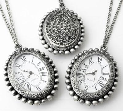 www.beadyourfashion.nl - Metalen halsketting ± 75cm met klokje/horloge bewerkt ± 50x36mm