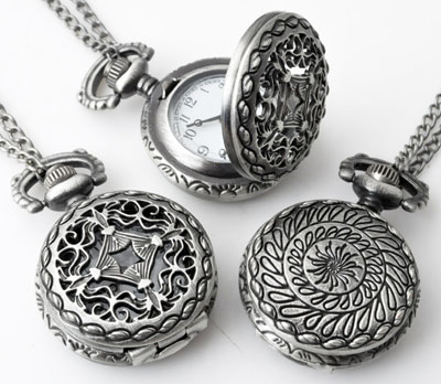 www.beadyourfashion.com - Metal necklace ± 75cm with clock/watch decorated ± 41x27mm